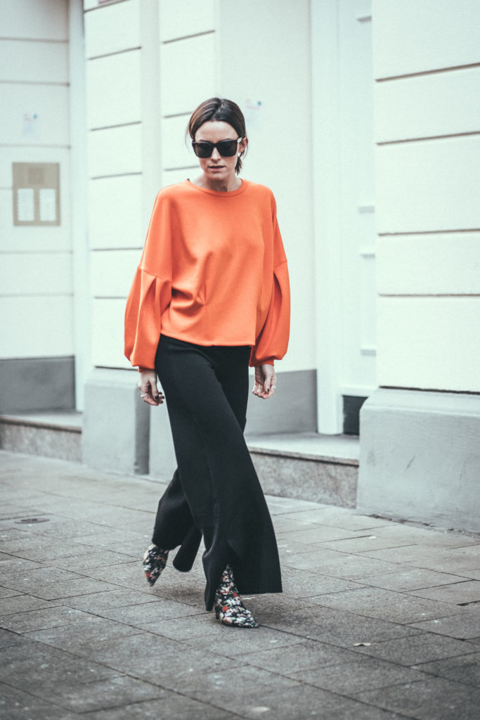 c2bd78f0b0e orange-sweater-outfit-flared-pants-ysl-glasses-streetstyle -